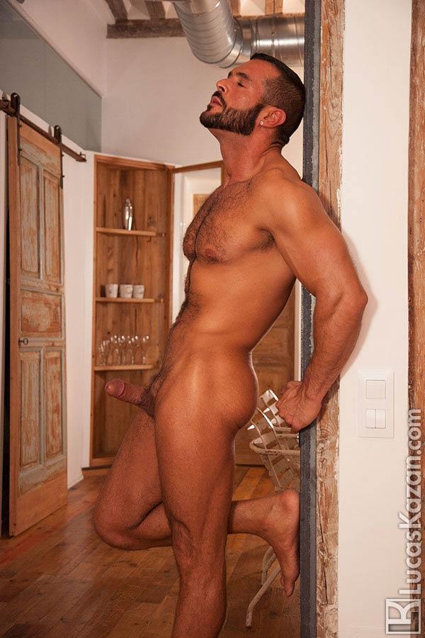 Gay fotos: boy sarado peito peludo rola dura