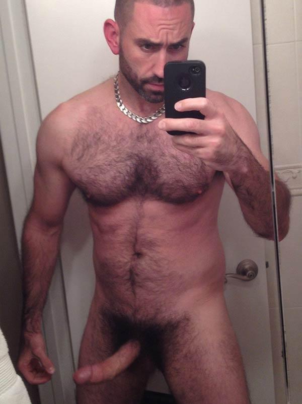 pentelhudo pau duro homem peito peludo