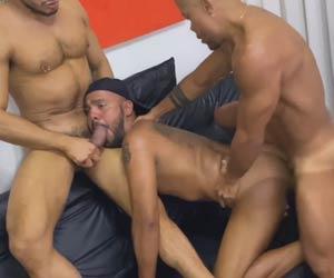 Rico Marlon e Menzorra1 esculacham cu dos amigos