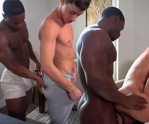 Bundinha boa pra levar pica - Interracial Gay