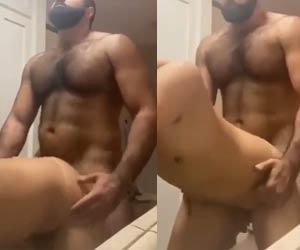 Ursão gostoso cacetando cu do magrinho - Amador Gay