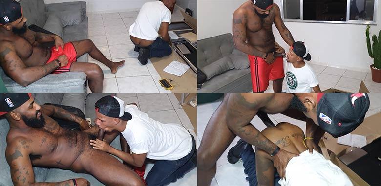 gay negro dotado fode montador de moveis