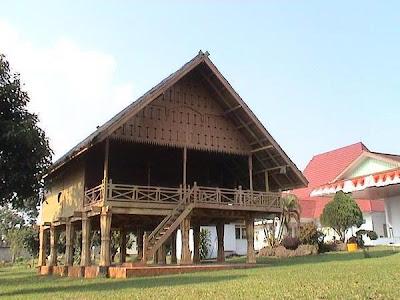 foto rumah rejang di samping kediaman rumah dinas bupati