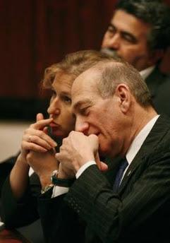 Ehud Olmer, en primer plano, y Tzipi Livni