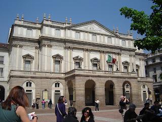 Teatro alla Scala, en la Plaza a la que da nombre