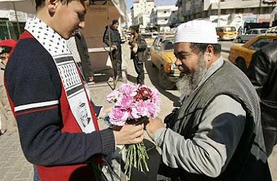 Blumensträuße zur Feier von Mord