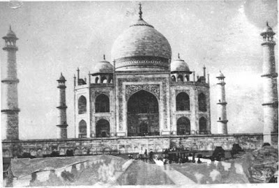 Front view of the Taj Mahal and dome