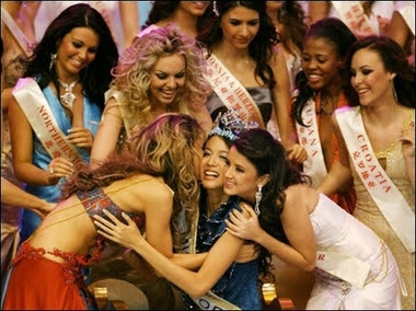 Miss World 2007, Zi Lin Zhang being congratulated by other contestants.