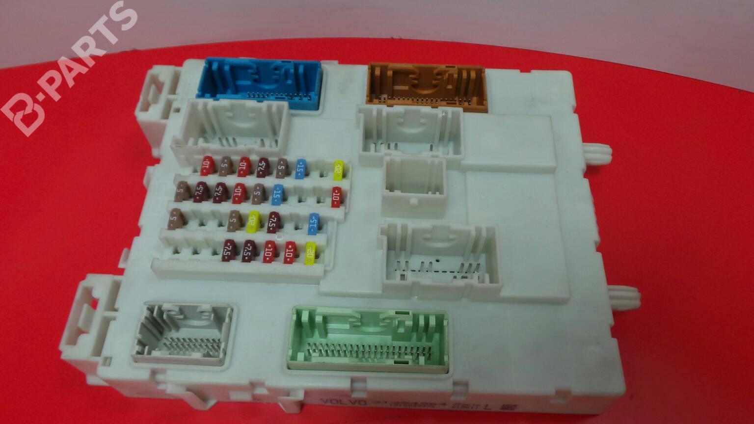 hight resolution of fuse box 31394964 1310003475 volvo v40 hatchback 525 526 d2
