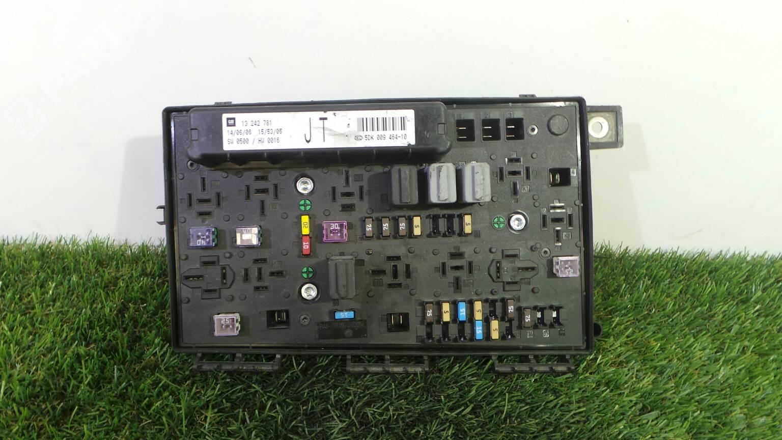 hight resolution of fuse box 13 242 781 opel zafira b a05 1 9 cdti m75