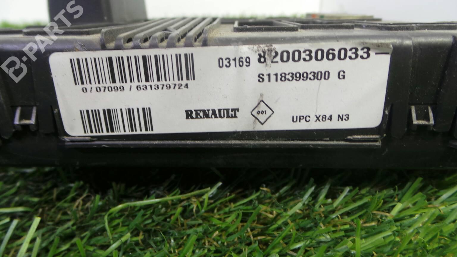 hight resolution of fuse box 8200 306 033 renault megane ii bm0 1 cm0
