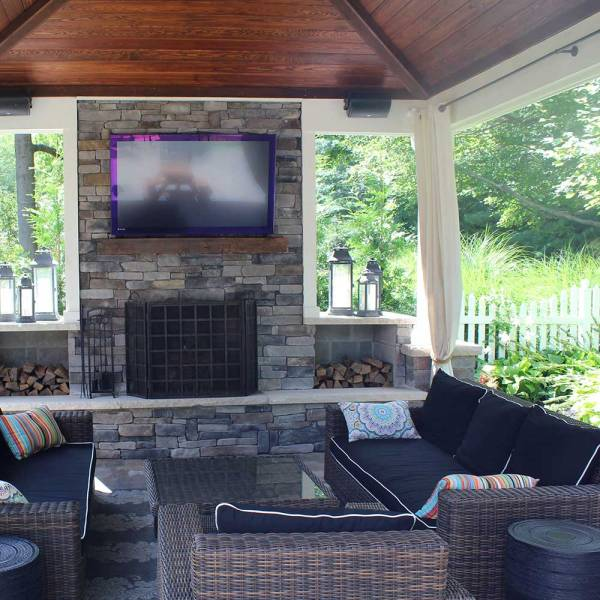 covered outdoor living space Covered Outdoor Living Spaces   Custom Outdoor Living