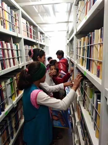 المكتبة المتنقلة في بلدية تعظميت (2)