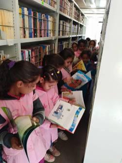 المكتبة المتنقلة في بلدية سيدي بايزيد (10)