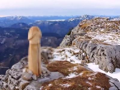 山頂に巨大なち●こ