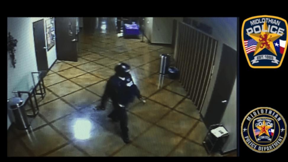 未解決事件の監視カメラ映像に写る犯人