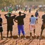サッカーとアフリカ貧困の闇…悪質詐欺師がサッカー少年を騙して人身売買