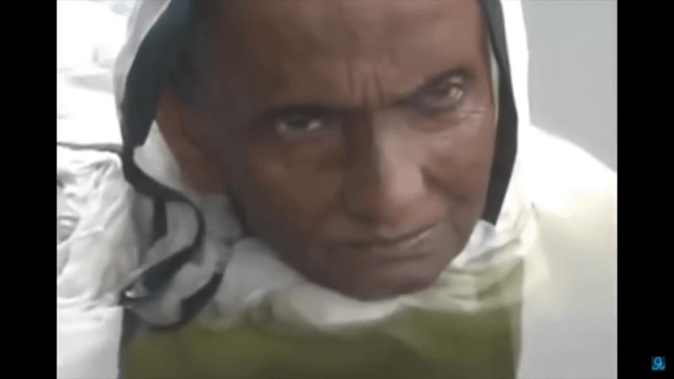 奇病が原因で20年間湖の中で生活する女性