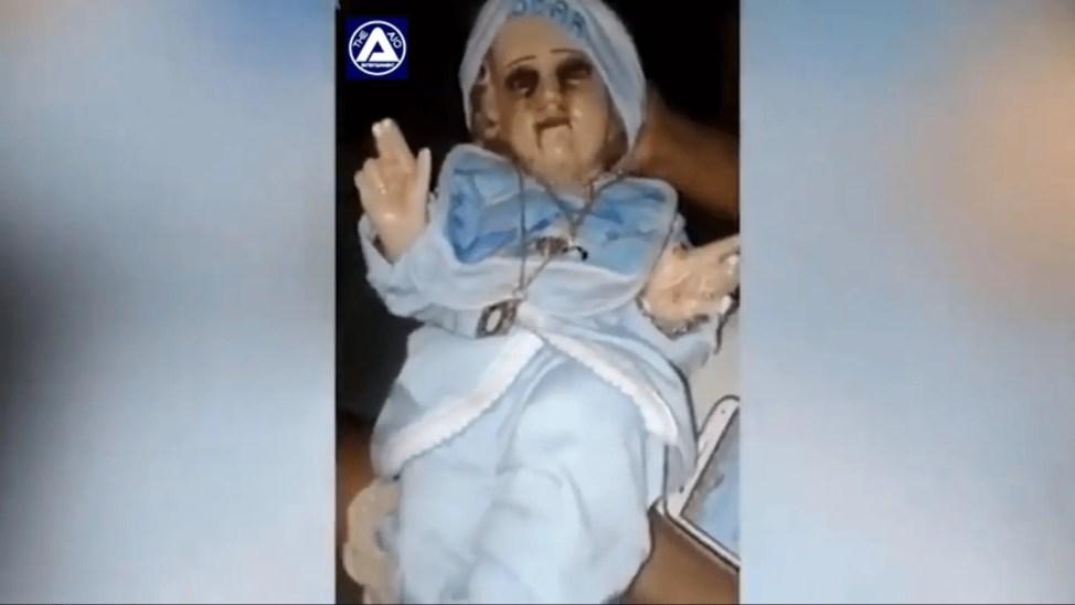 殺人の都で血の涙を流す赤ちゃん人形