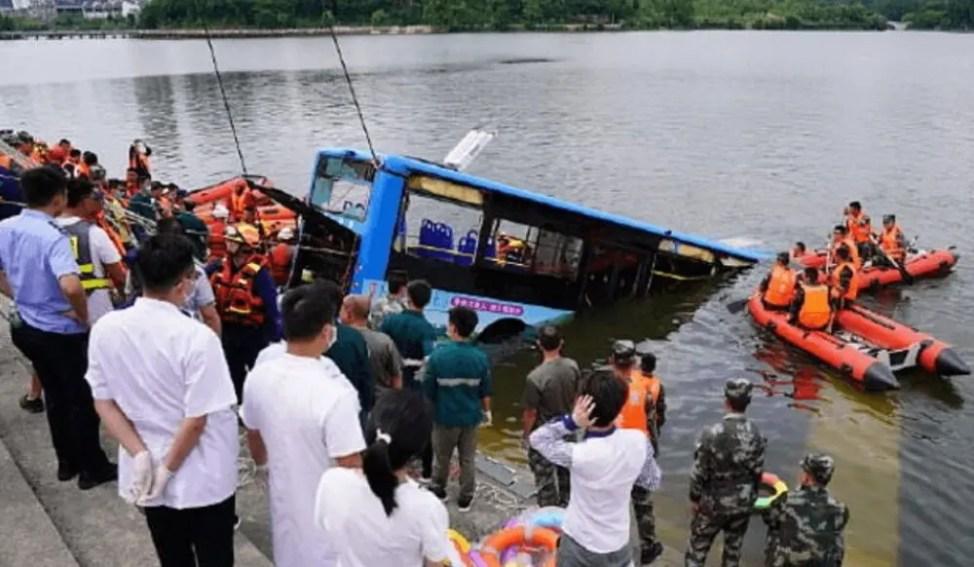 中国のバス転落事故は運転手が復讐のため意図的に起こした