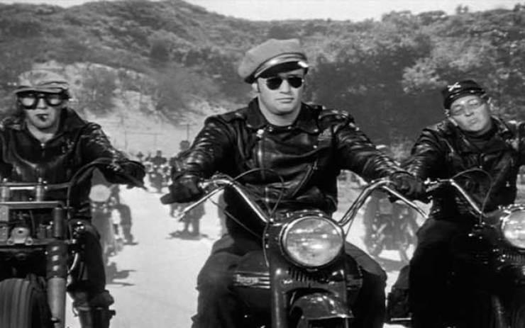 """Ray-ban aviador Marlon Brando em """"O selvagem"""", 1951. (Crédito de imagem   filmjackets) ae2b2a8958"""