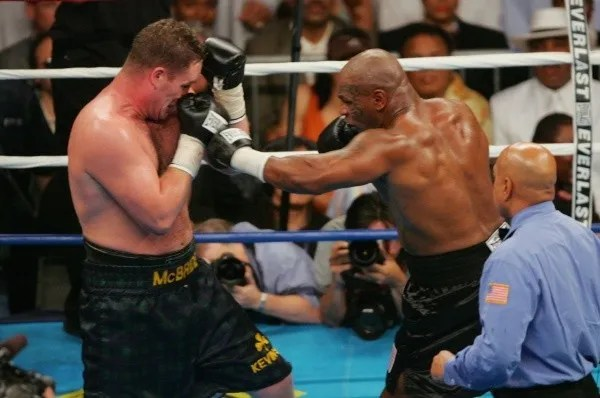 Mike Tyson durante luta contra Kevin McBride em 2005. Foto: Getty Images
