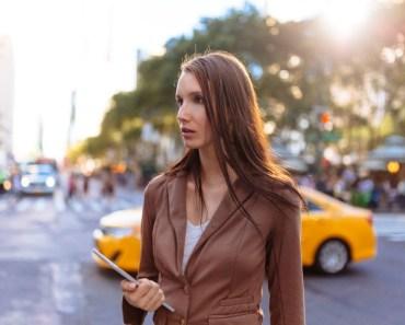 Mulher procura carro barato e o que ela encontra é surpreendente
