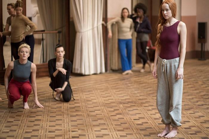 Susie (Dakota Johnson) em cena de Suspiria © Sandro Kopp / Amazon Studios / Reprodução