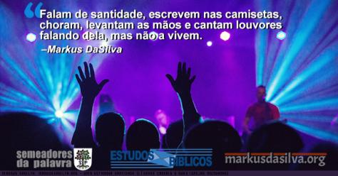 Igreja cheia de pessoas adorando a Deus com texto Uma Estranha Santidade (Líderes Carnais e Suas Igrejas Mundanas) [Com Áudio]