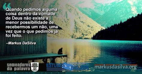 Rapaz sentado numa casa a beira de um lindo lago com Estudo Bíblico - Orando Com Poder (Parte 1) - Markus DaSilva