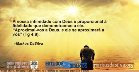 Homem orando a beira do mar com Estudo Bíblico - 12 Verdades Que Precisamos Saber Sobre A Oração (Parte 11) - A intimidade Com Deus - Markus DaSilva