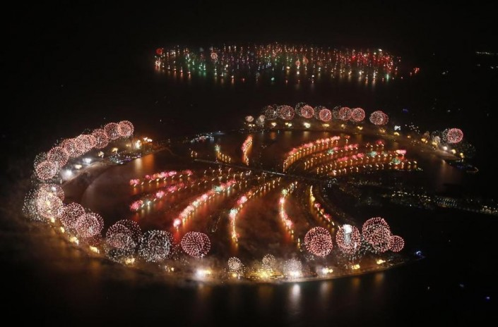 """Celebrating New Year 2014-Dubai kicked off New Year with a dazzling bid for a new world record"""