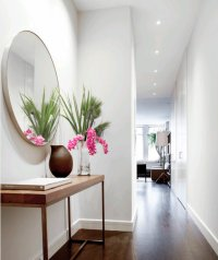 5 beautiful entrance halls with a round mirror