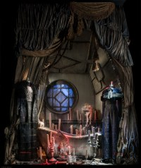 Chic Windows Halloween Decoration Ideas