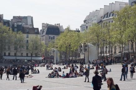 파리 사람들은 정말 밖에 있는걸 좋아한다.