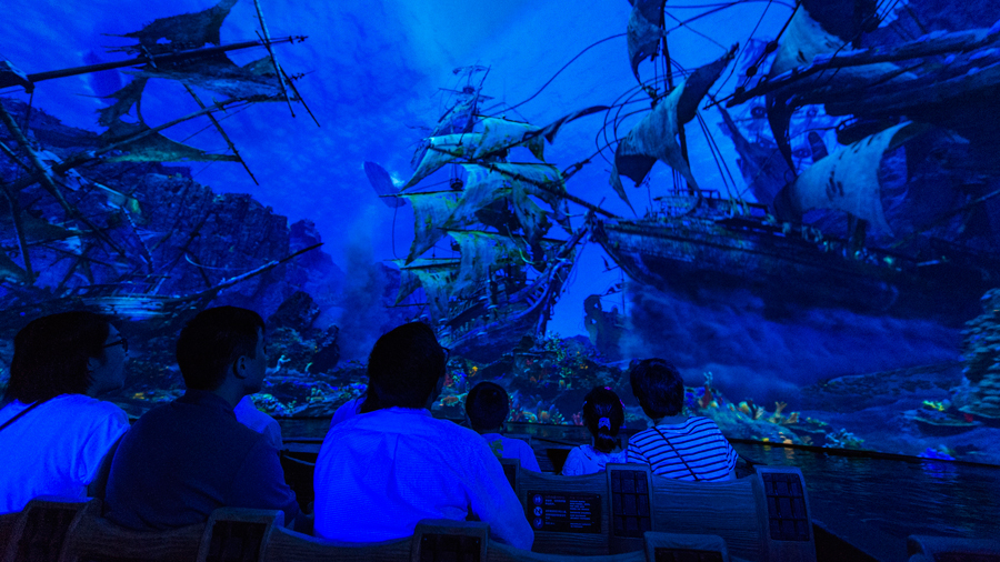Shanghai Disneyland Pirates of the Caribbean Boat
