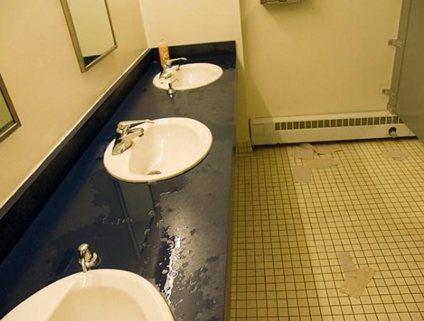 messy-restroom_7-17-08