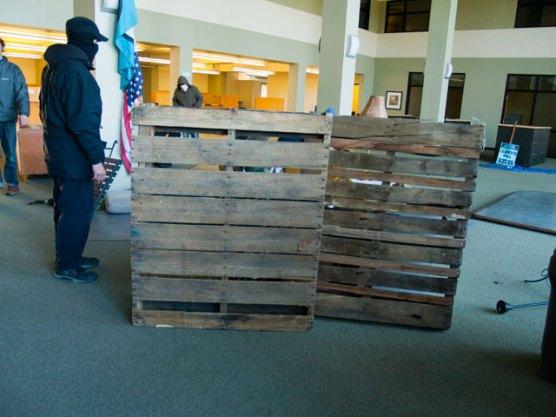 pallets-barricade_11-30-11