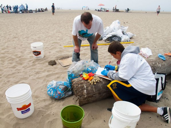 coastal-cleanup_11_9-15-12