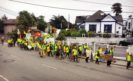 "March on October 27, 2015 from Beach Flats Community Garden to Santa Cruz City Council. A sign says, ""La tierra es de quien la trabaja. The land belongs to those who work it."""