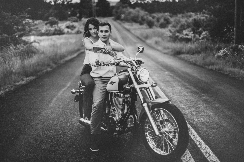 Motorcycle-engagement-photos04