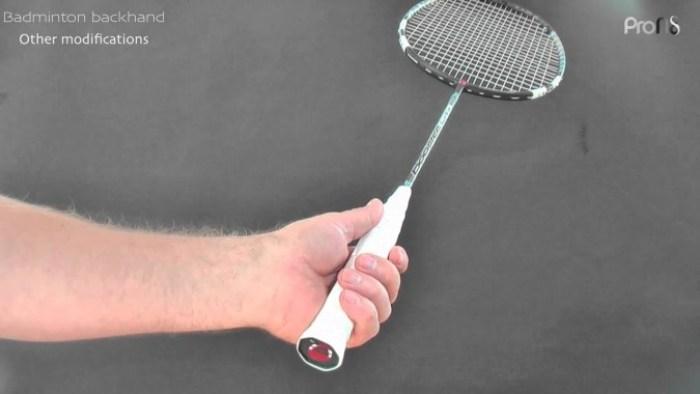 1. Teknik Memegang Raket Grip