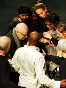 Peter Brook and his actors in a huddle after the show  Photo:  ©Brad Spurgeon