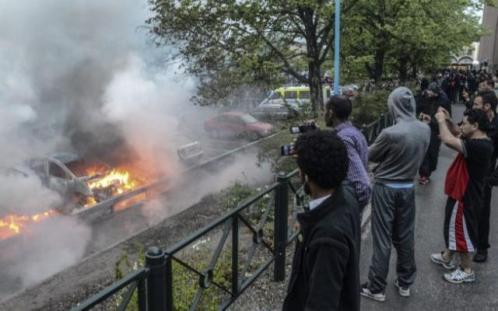 Швеция гори! Вече пети ден мигрантите палят и мародерстват, горят училища! (Шокиращи нови снимки)