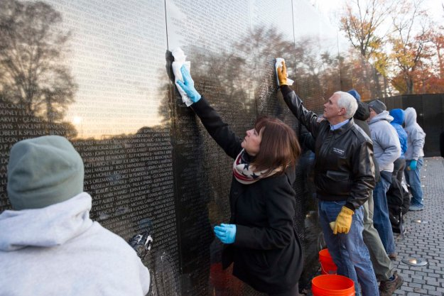 Pence was accompanied by his wife when cleaning the Vietnam Memorial over the weekend.