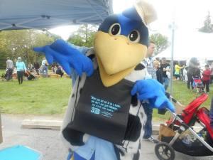 YouDee mascot with 3B bag