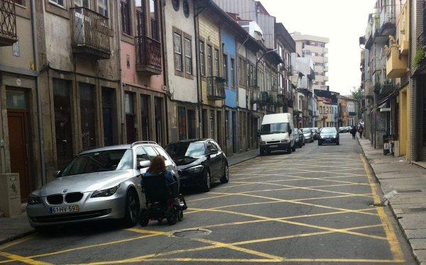 Estacionamento ilegal na Rua D. Pedro V