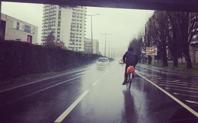 Vai um ciclista à minha frente – e agora?