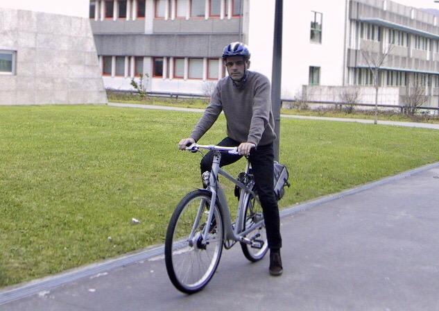 Experimentar andar de bicicleta