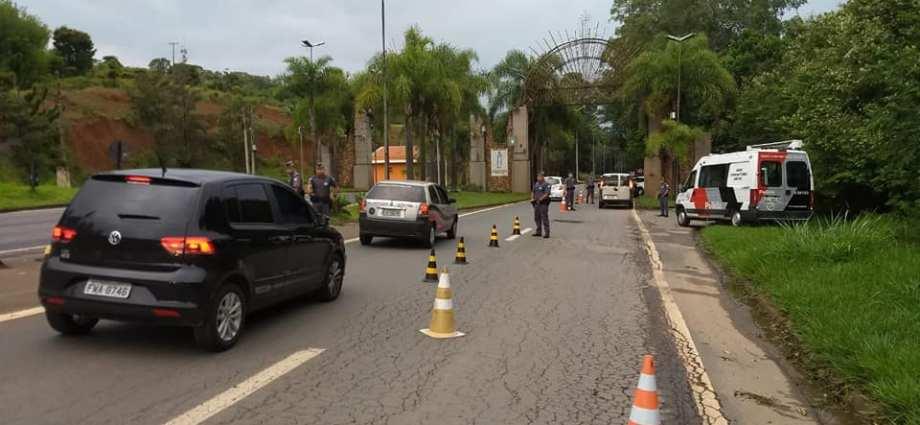 Bastões de madeira e metal são apreendidos em ônibus da Torcida do Santos